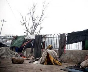 21homeless 300x246 Whats killing the homeless in north India?