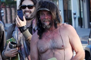 homeless+men+put+on+a+wacky+display+on+the+streets+of+West+Hollywood 300x199 Can you spot the difference? Russell Brand makes friends with three homeless men